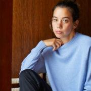 イタリアの丹精込めた職人の手仕上げ nanadecor特性ニットで上質な色を着る